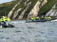 Deltagarna åker Ribbåt.